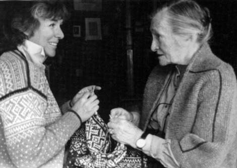 Meg Swansen with her mother Elizabeth Zimmermann.